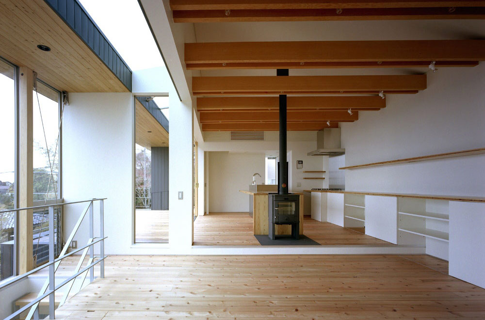 FLYING HOUSE: Living room & Fireplace
