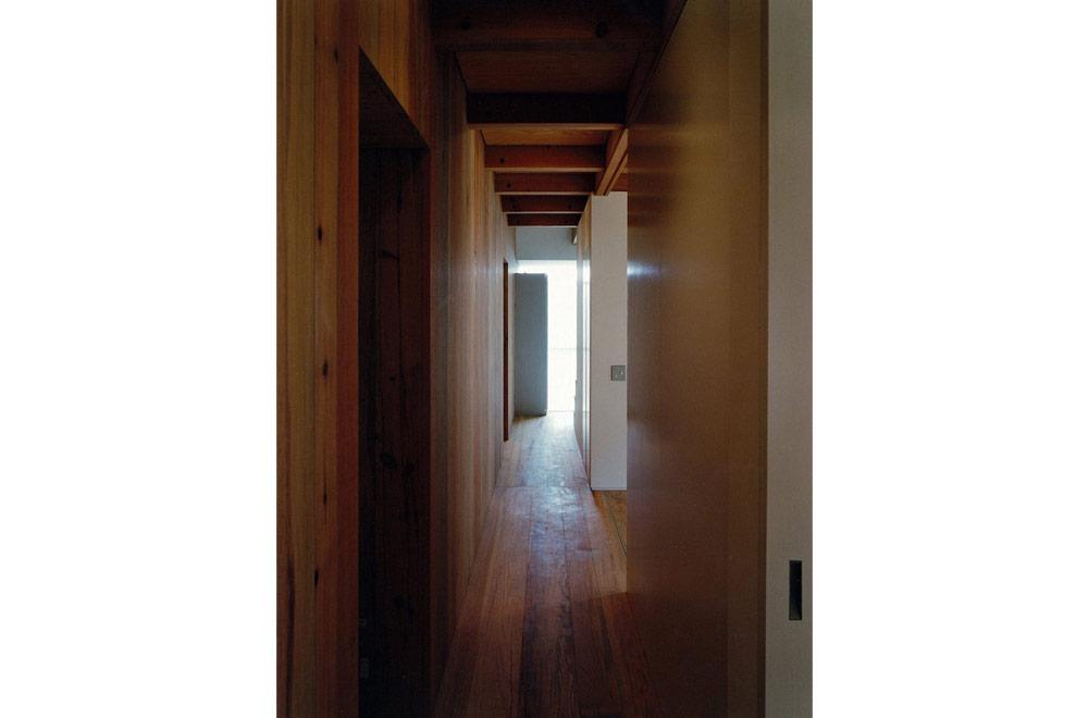 HOUSE IN YASHIKITHOU: Passage
