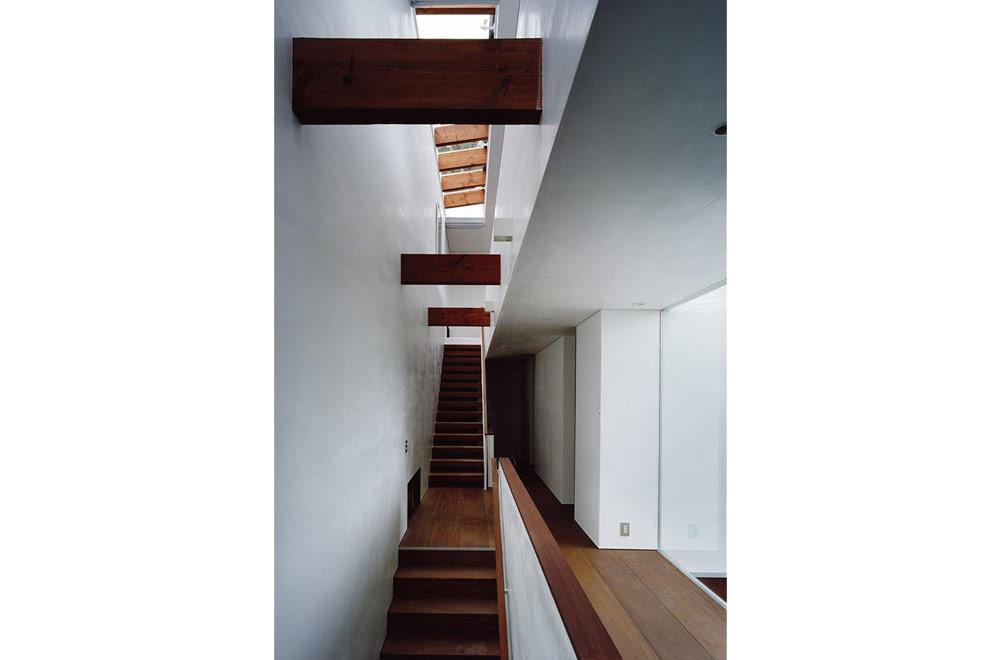 OKUIKE SUMMER HOUSE: Stairs