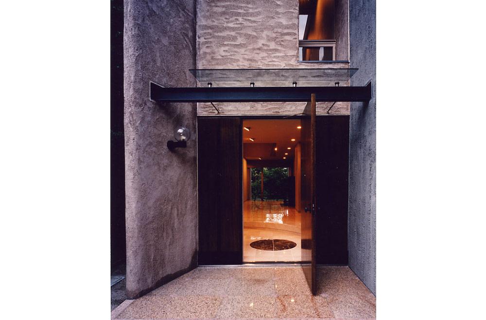 HOUSE IN SUMIYOSHIYAMATE: Entrance