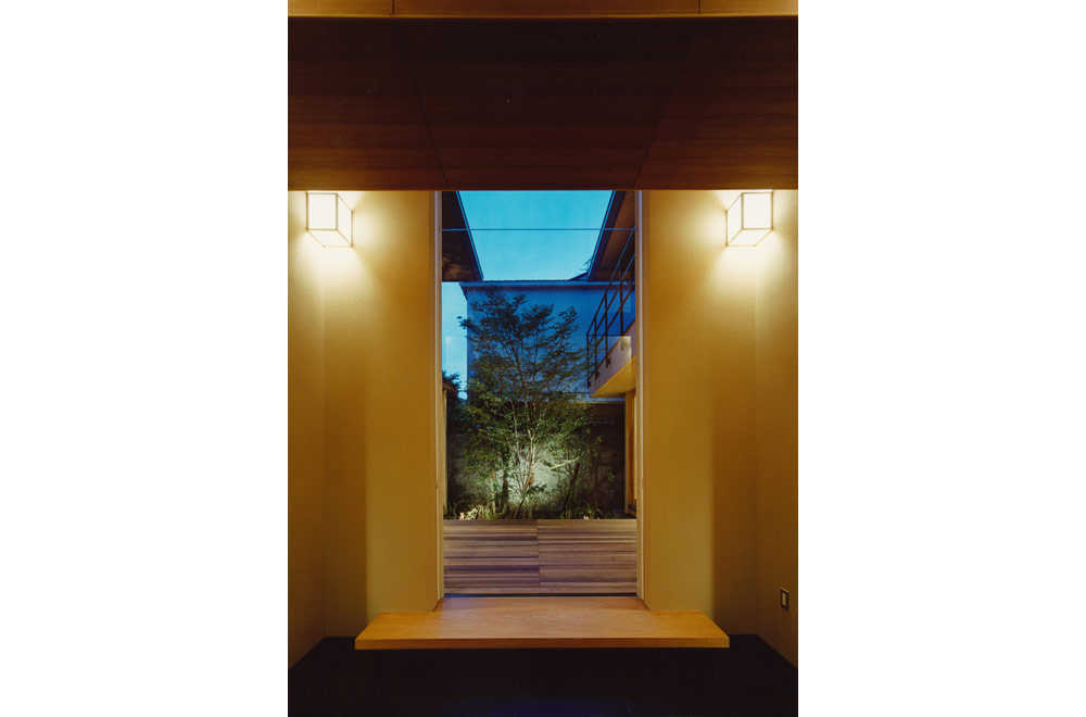 HOUSE IN KOSHIEN: Introspection