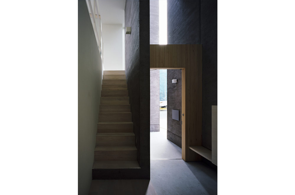 HOUSE IN HIGASHISUMA: Entrance