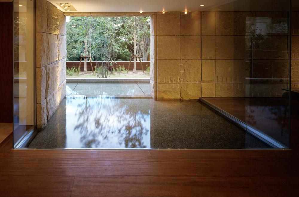 OKUIKE SUMMER HOUSE: Entrance hall