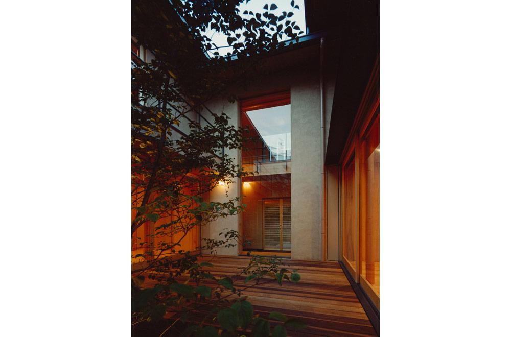 HOUSE IN KOSHIEN: Deck terrace