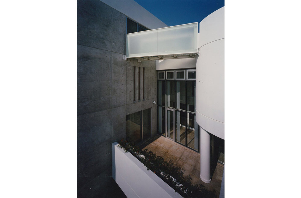 ASHIYA MANIN GARDEN: Roofed passage