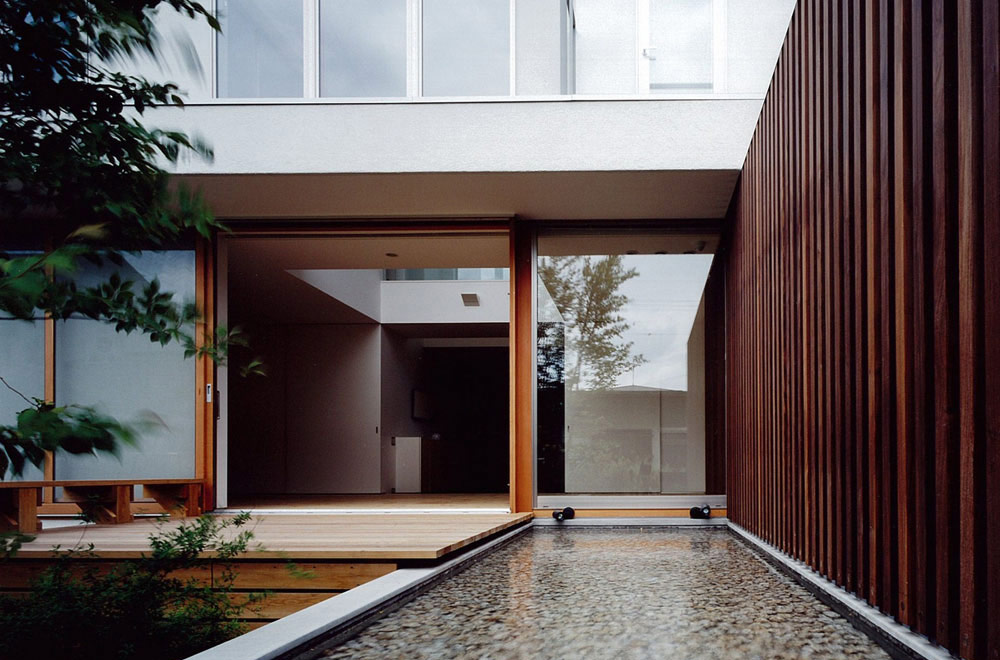HOUSE IN TOMIGAOKA: Courtyard