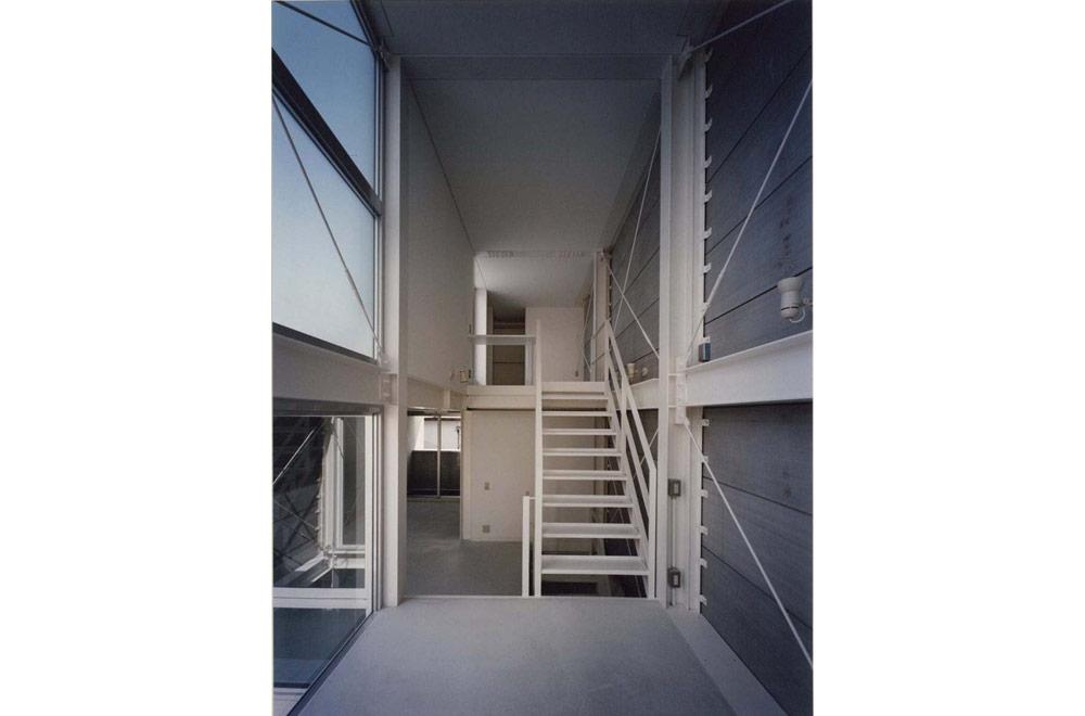 HOUSE WITH PILOTI: Mezzanine