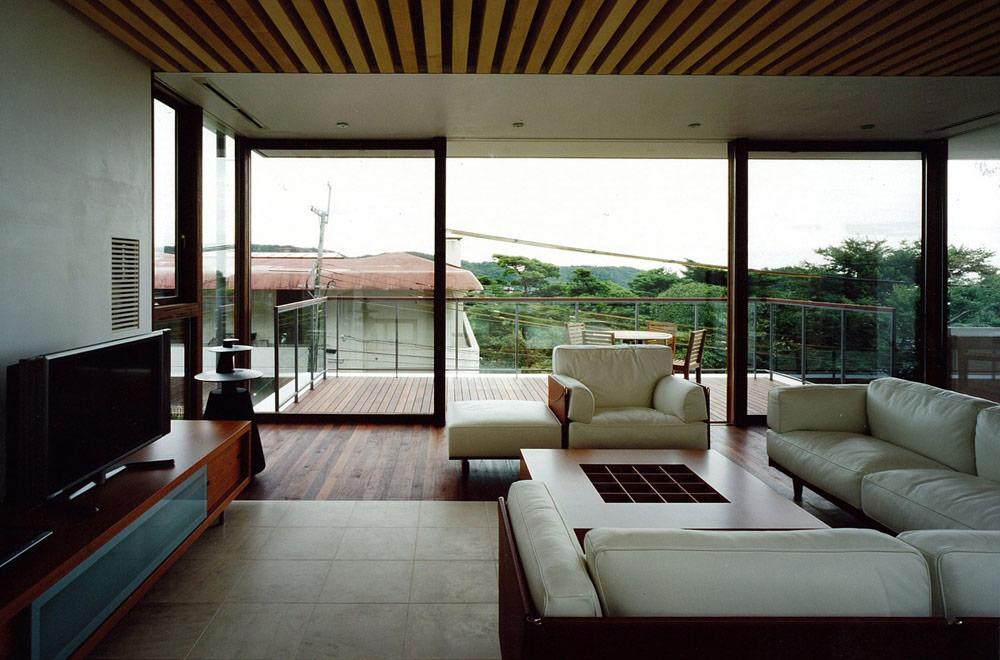 OKUIKE SUMMER HOUSE: Open space