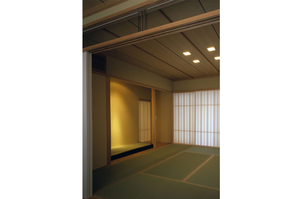 HOUSE WITH THE PEDESTRIAN DECK: Japanese-style room