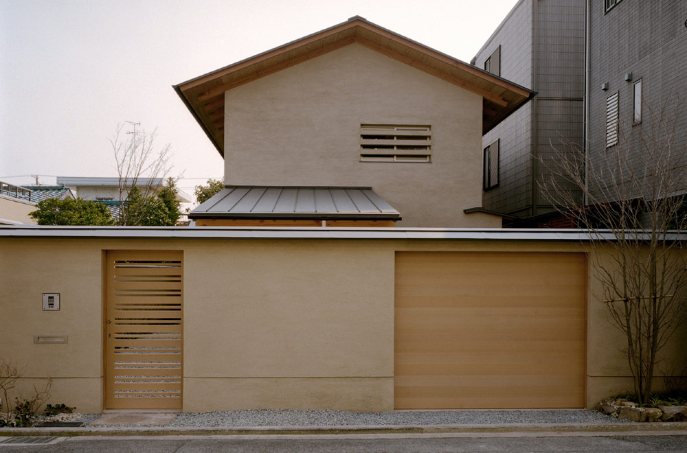 BORROWED SCENERY HOUSE: Facade