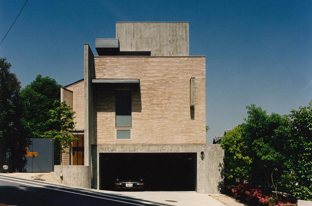HOUSE IN SUMIYOSHIYAMATE: Facade