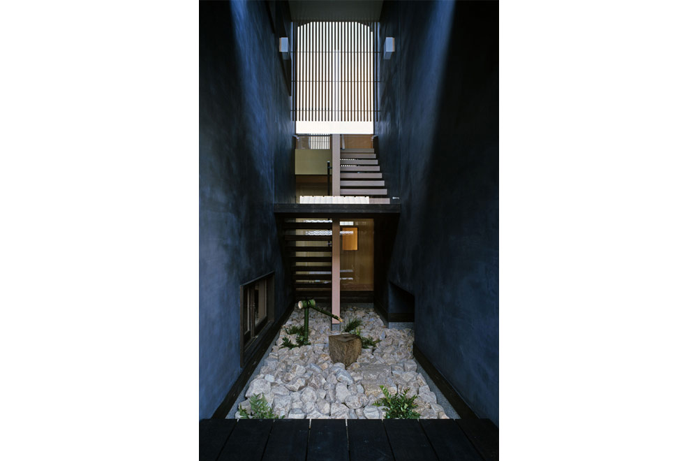 HOUSE OF BLACK WALL: Courtyard