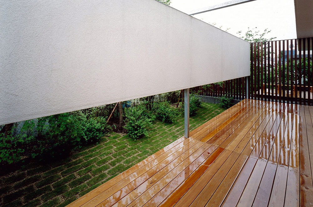 HOUSE IN TOMIGAOKA: Deck terrace