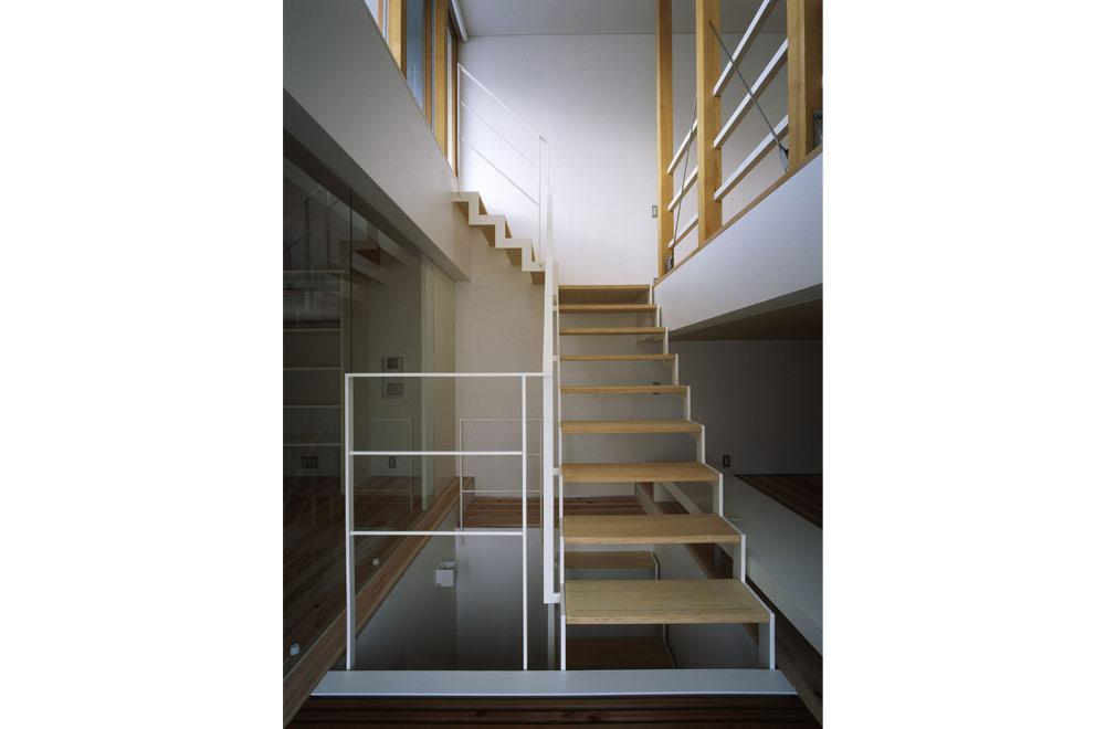 HOUSE IN JINAICHOU: Stairs