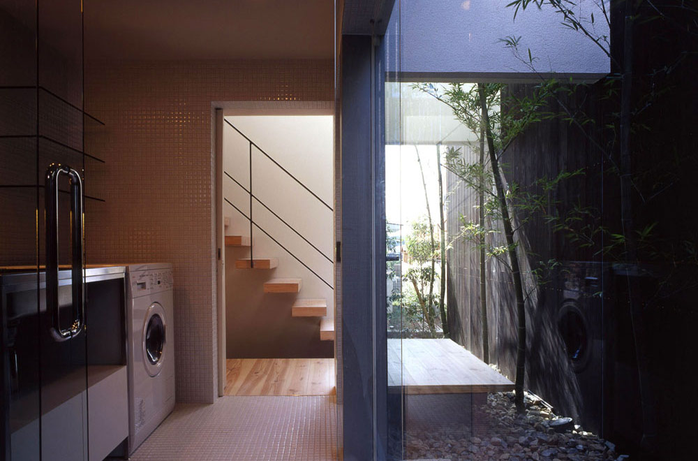 FLOATING FLOOR HOUSE: Dressing room