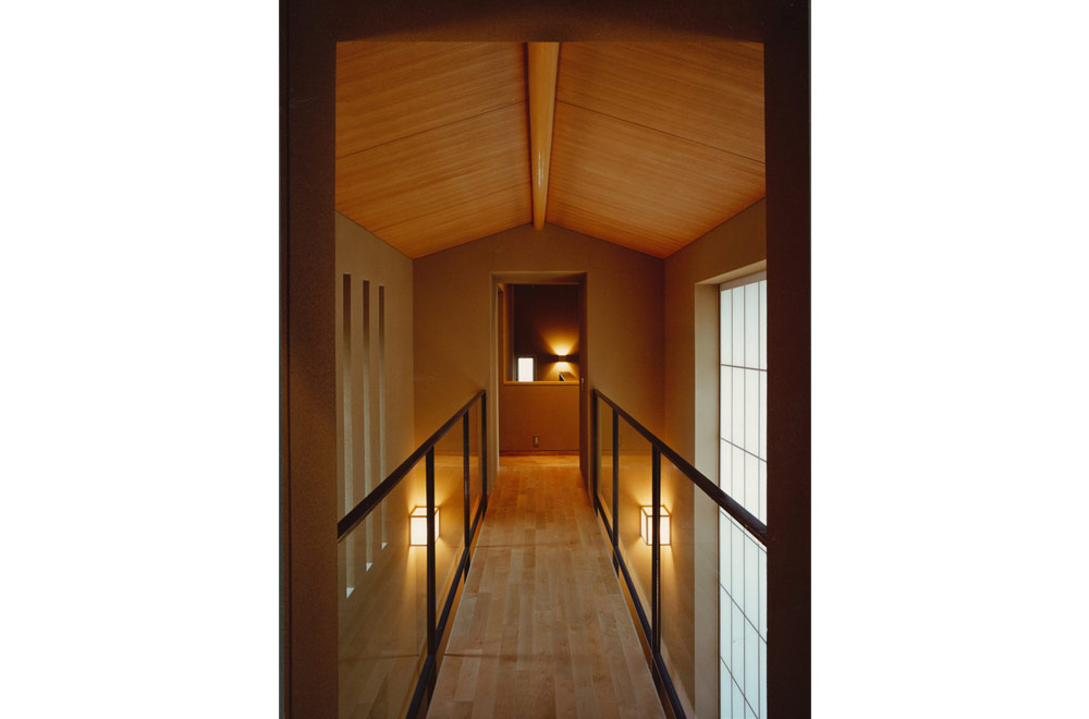 HOUSE IN KOSHIEN: Roofed passage