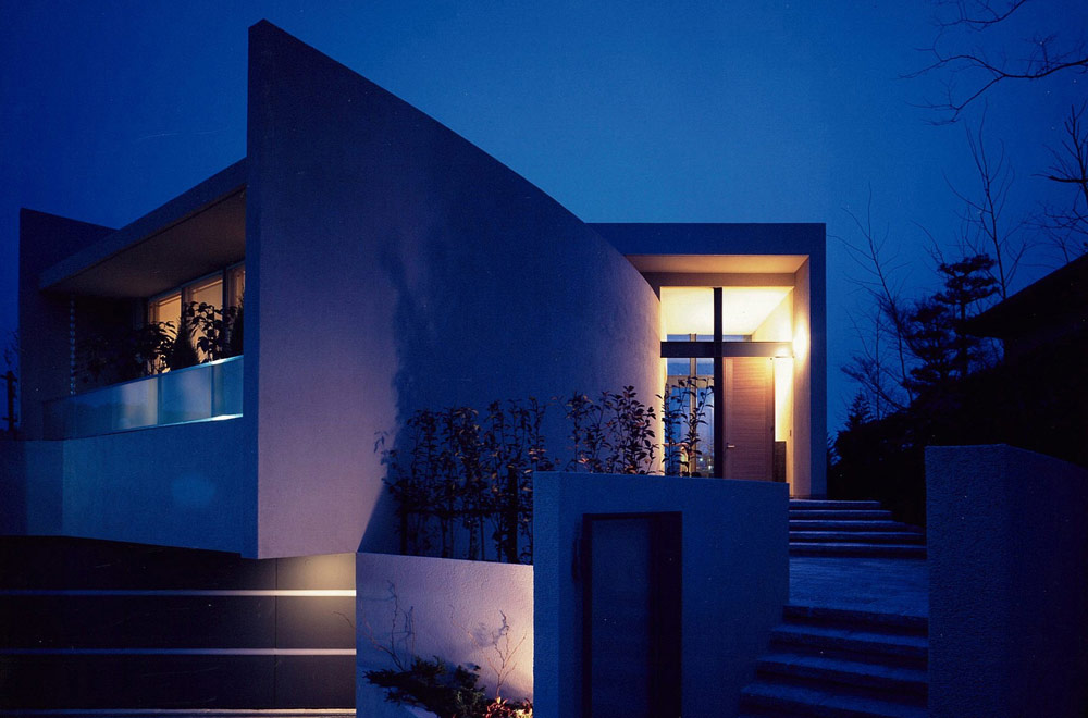 I-HOUSE: Facade (in the night)