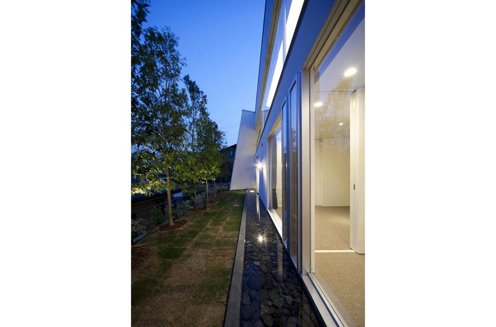 PENTAGONAL HOUSE: Courtyard