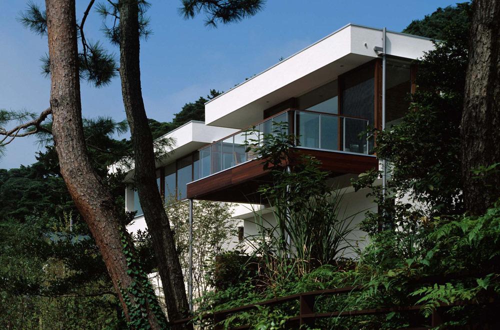 OKUIKE SUMMER HOUSE: Appearance