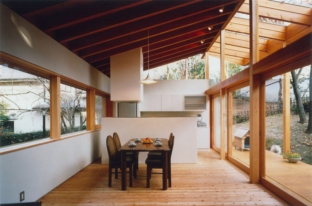 HOUSE IN IZU: Living room & Dining kitchen