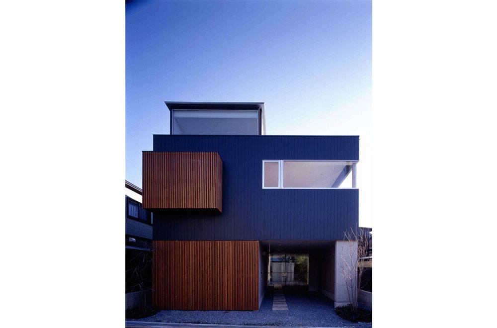 HOUSE IN MINO: Facade