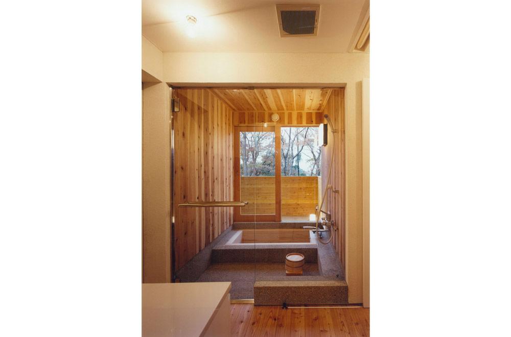 HOUSE IN IZU: Bathroom