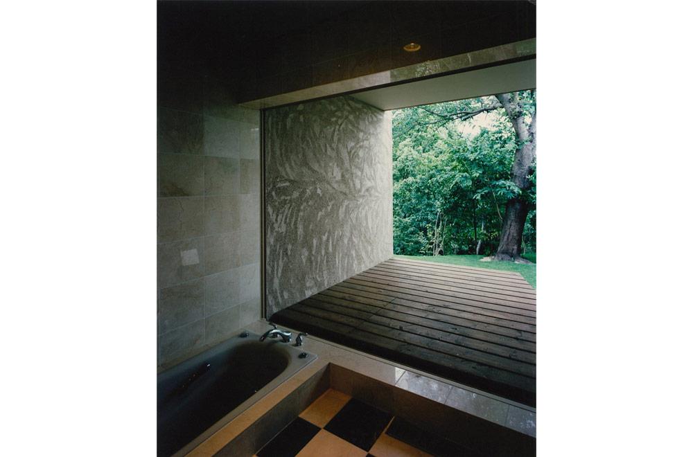 HOUSE IN SUMIYOSHIYAMATE: Bathroom