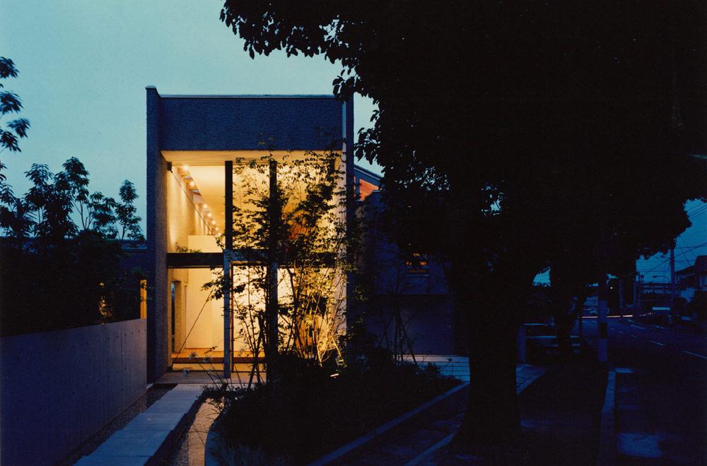 Y-HOUSE: Facade (in the night)