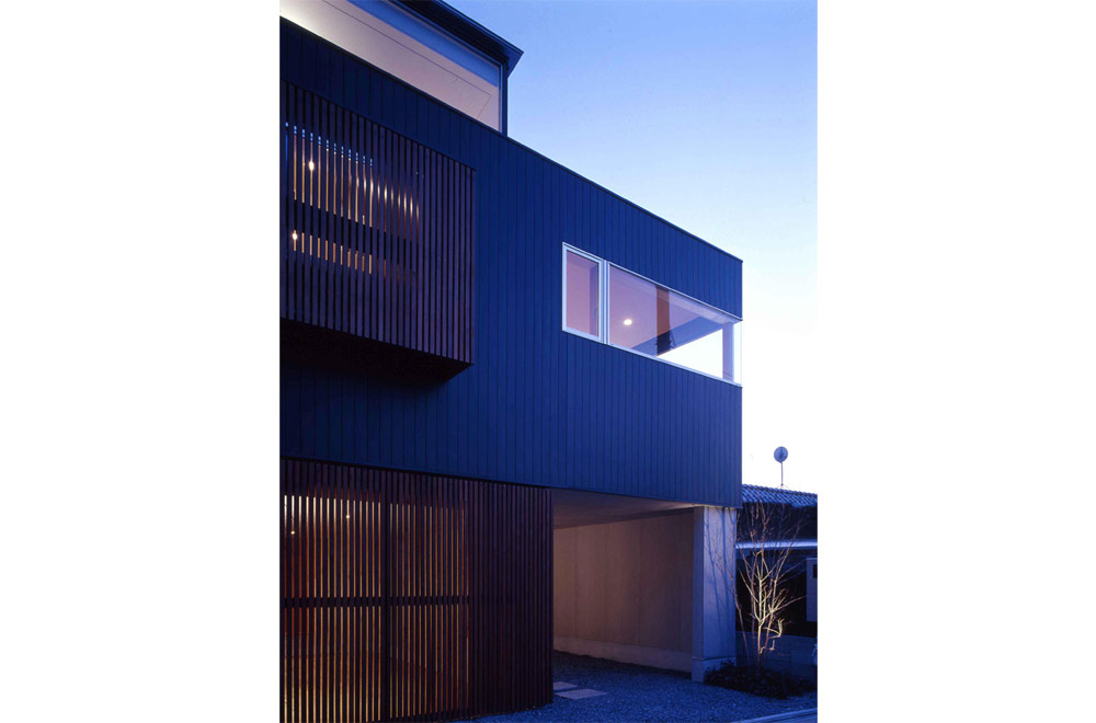HOUSE IN MINO: Appearance (Evening)