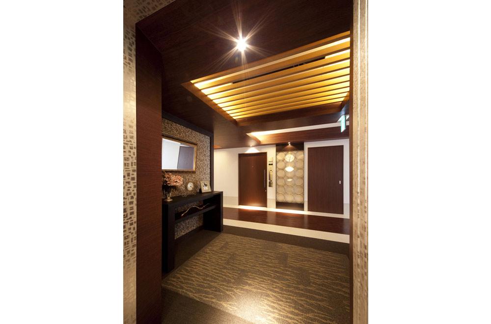 VILLA TSURUBAMI: Elevator hall