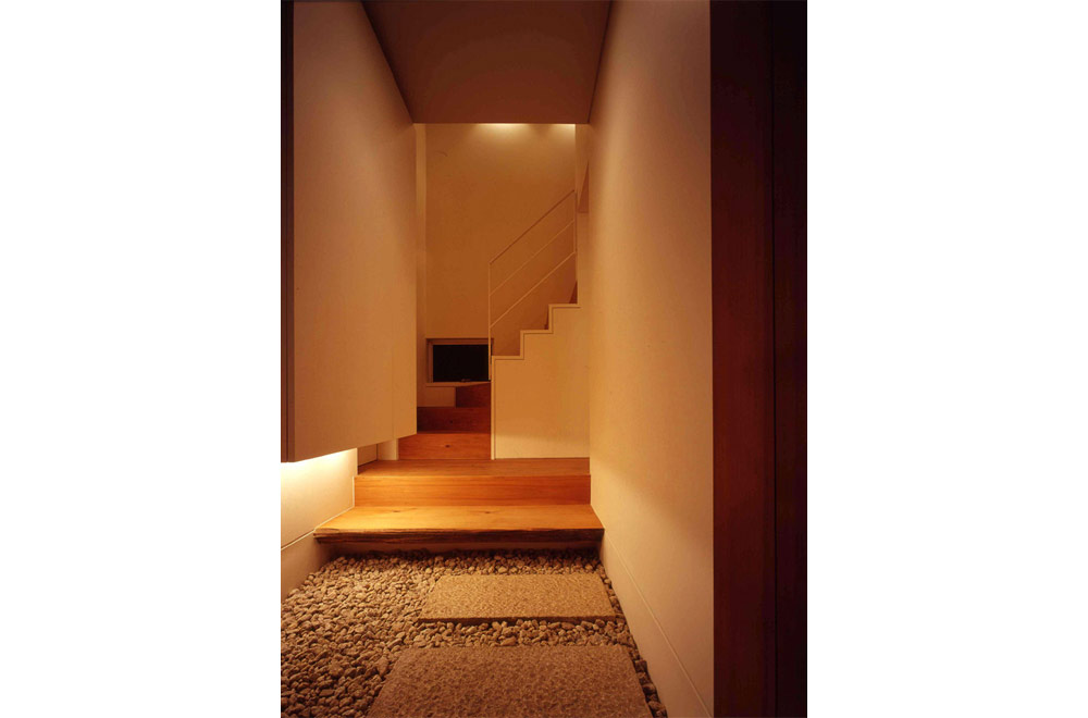HOUSE IN MINO: Under stairs