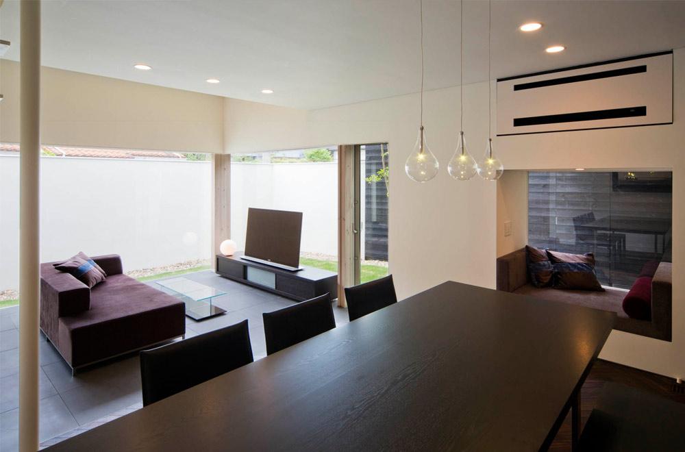 GLASS BRIDGE: Living room