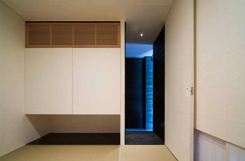 GLASS BRIDGE: Japanese-style room