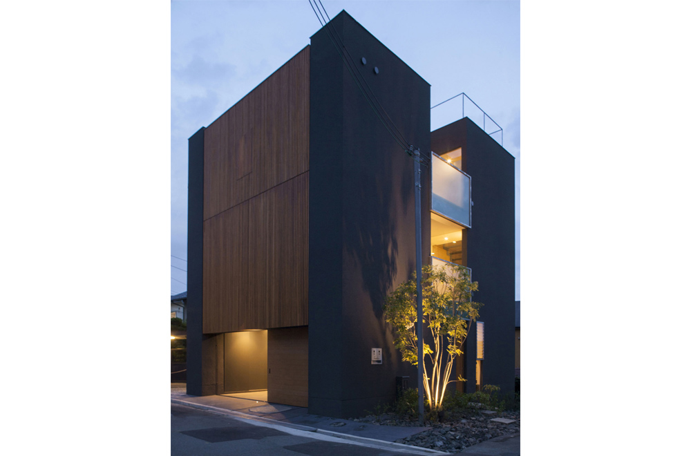 LOUVER FACADE: Appearance (in the night)