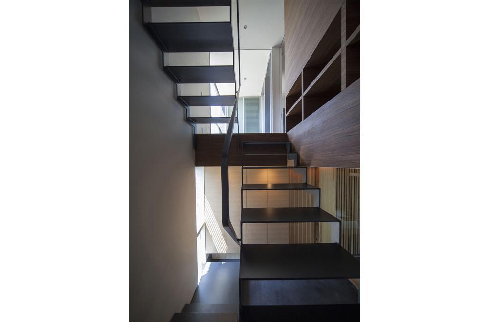 LOUVER FACADE: Stairs