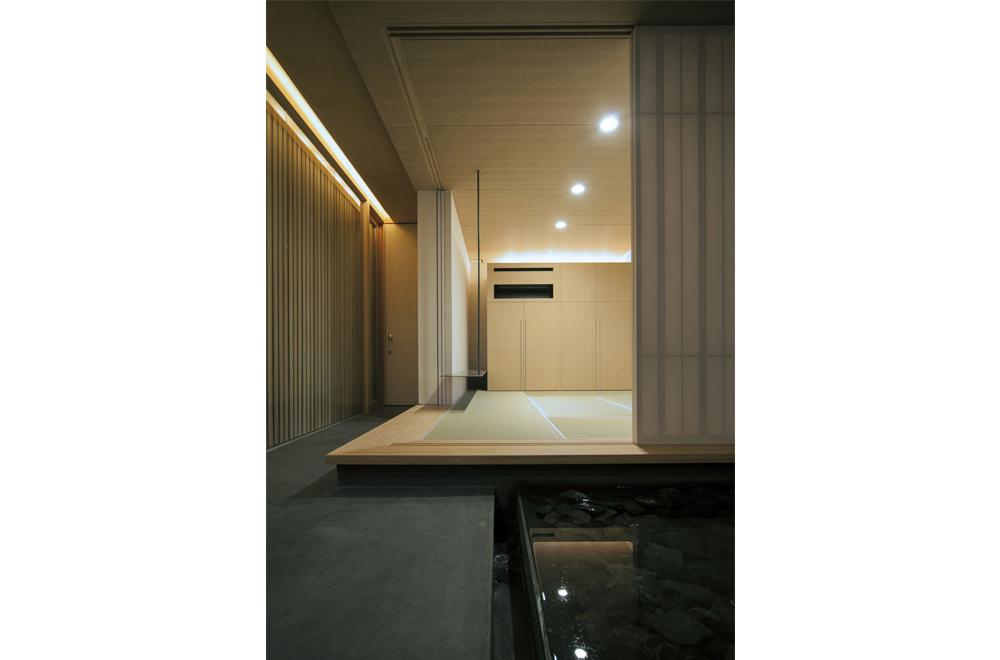 LOUVER FACADE: Japanese-style room