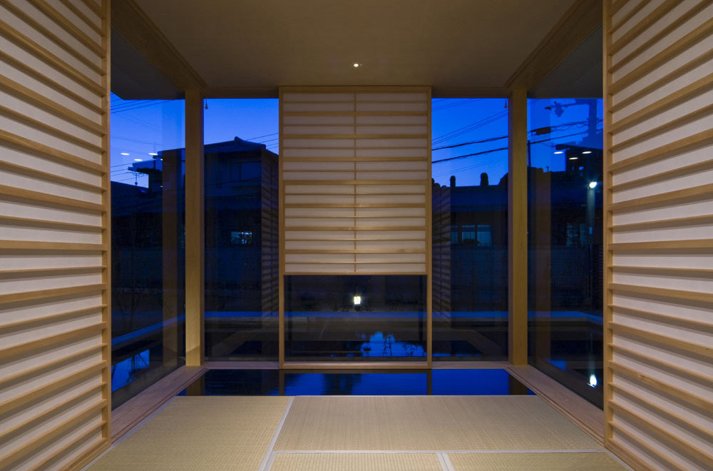 FLOATING WATER SEAT: Japanese-style room