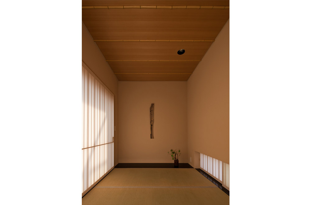 A HOUSE WITH A LITTLE STREAM: Japanese-style room