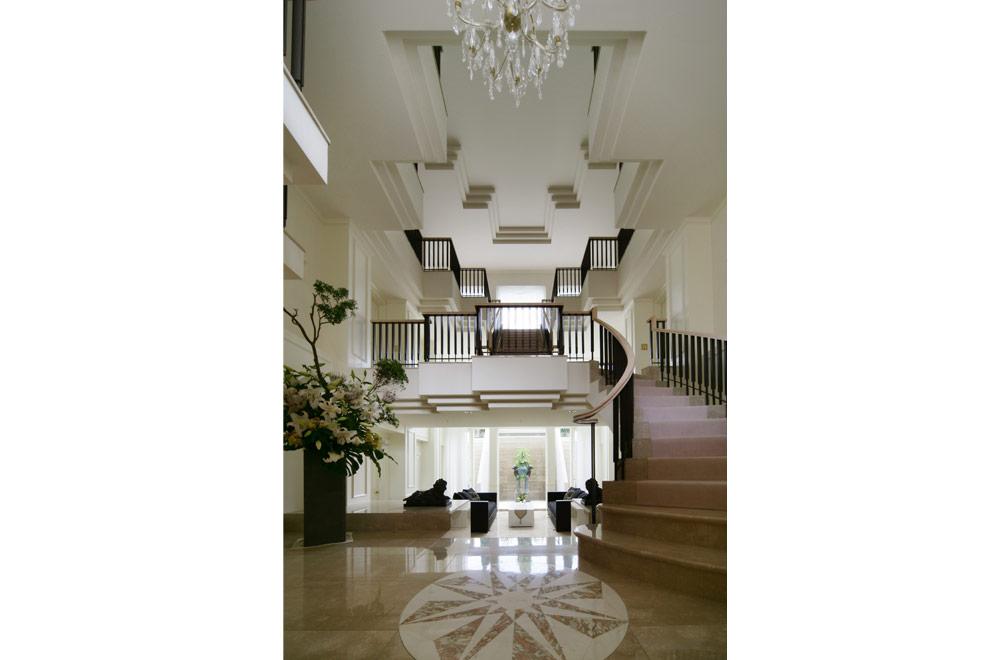 SYMMETRY: Entrance hall