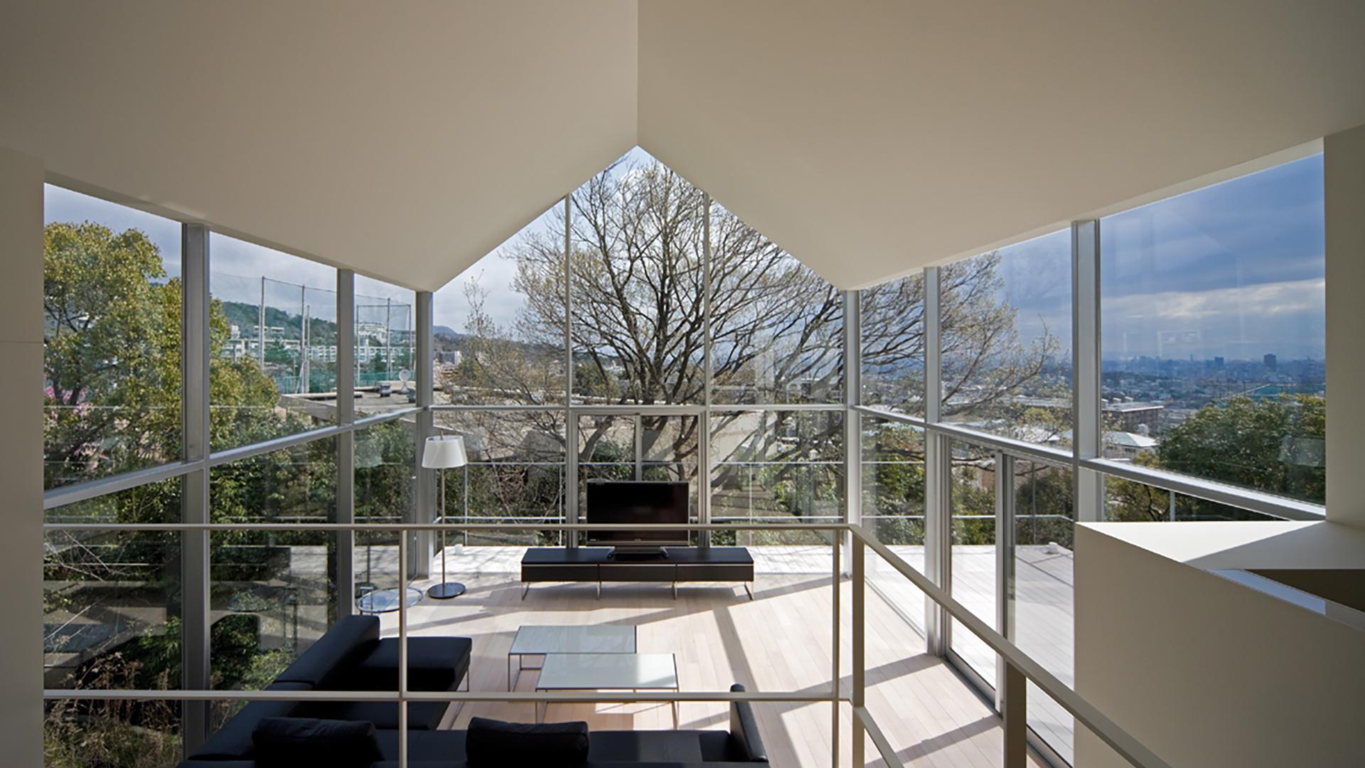 HOUSE WITH OAK TREE